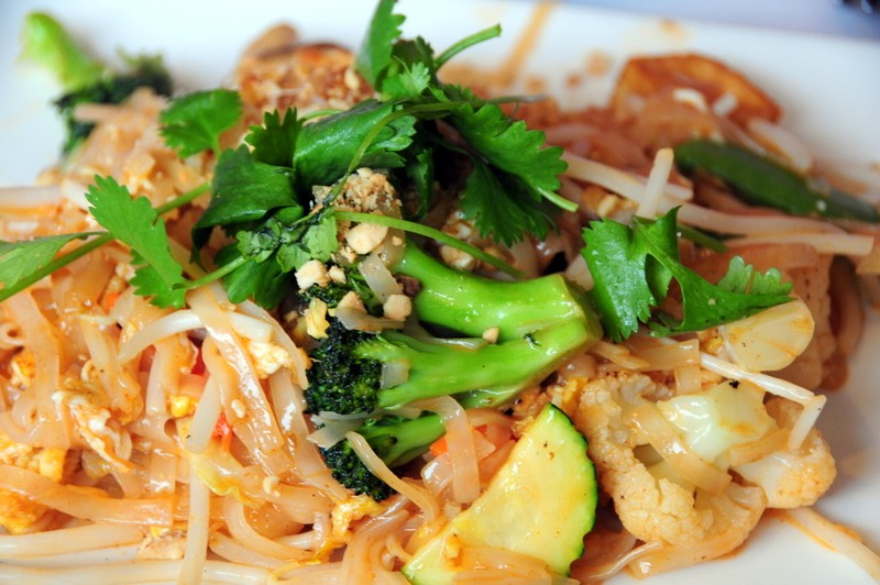 Vegetarian Pad Thai With Tofu Vegetarian-pad-thai 2